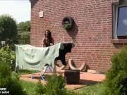 Unterfickte Mutter vom Nachbarn bekommt Schwanz zum Ficken